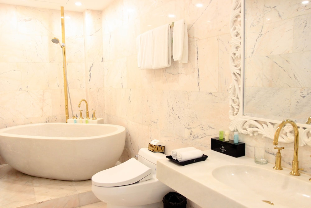 Bathroom Amenities, Diamond Sea Hotel