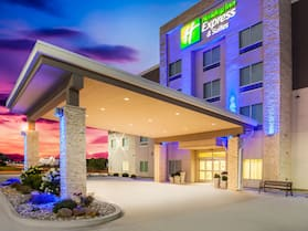 Holiday Inn Express & Suites Litchfield West, an IHG Hotel