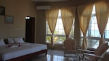 Waters Edge Guest House - Montego Bay Hotels