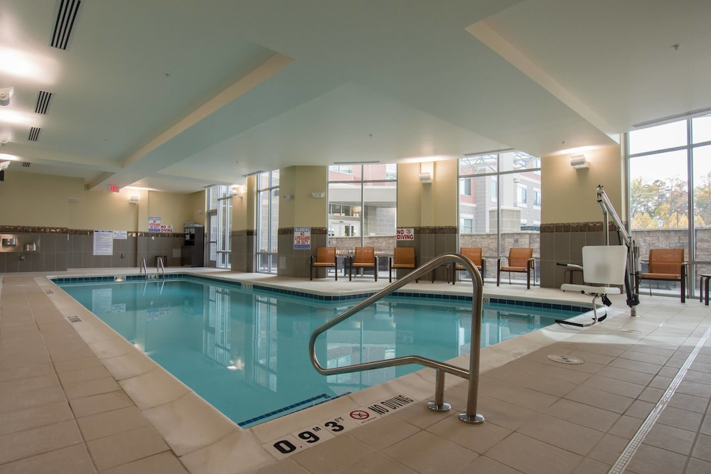 Indoor Pool, Courtyard Raleigh-Durham Airport/Brier Creek