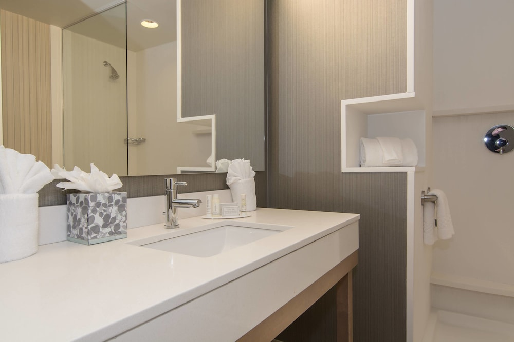 Bathroom, Courtyard Raleigh-Durham Airport/Brier Creek