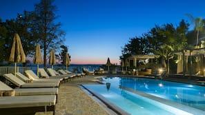 3 piscinas al aire libre, tumbonas