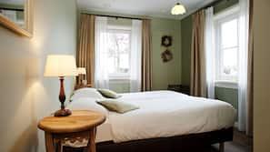 Edredons de pluma, cofres nos quartos, individualmente decorados