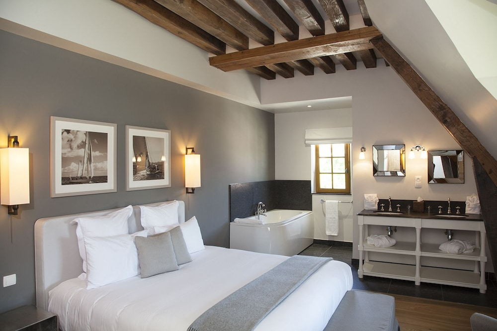 Room, Manoir de Surville