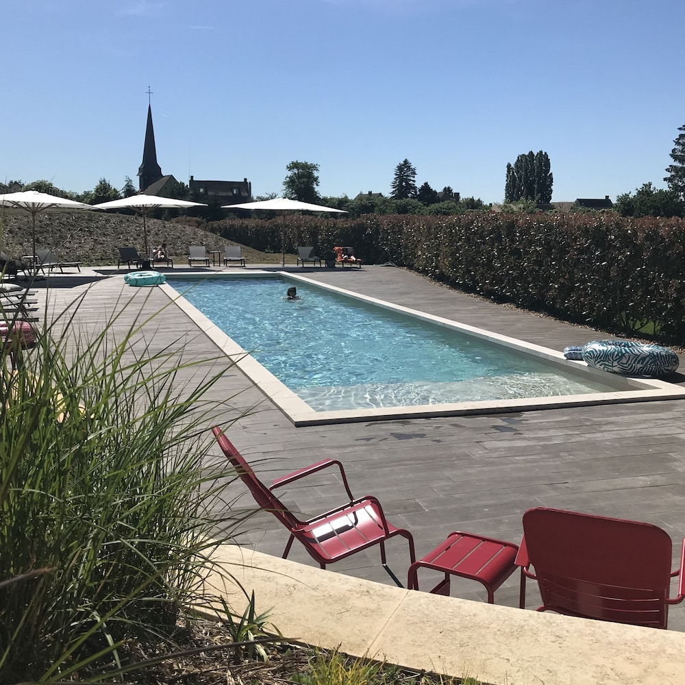 Pool, Manoir de Surville