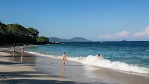 Pantai di sekitar