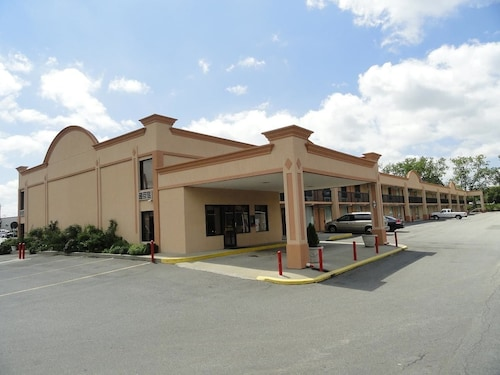 Check Expedia for Availability of Scottish Inns Tifton
