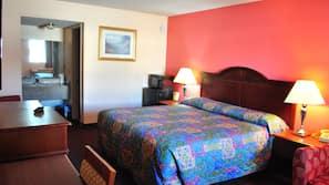 Camas com colchões pillow-top, escrivaninha, cortinas blackout