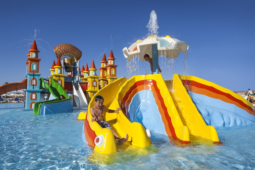 Aqua mirage club aqua parc all inclusive deals for Appart hotel montpellier avec piscine