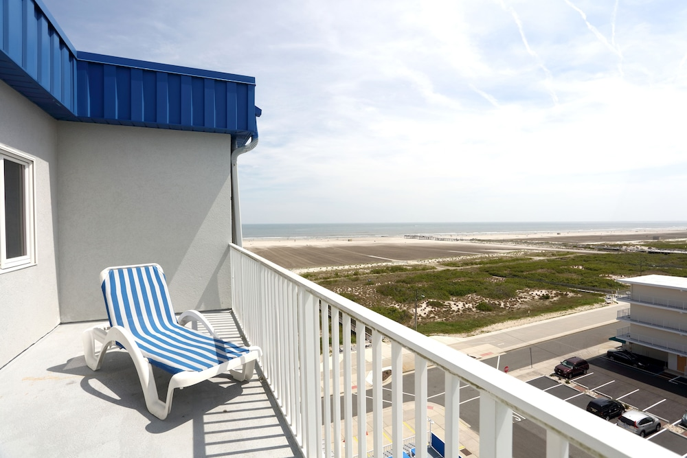 Adventurer Oceanfront Inn In Cape May Wildwood Nj Expedia