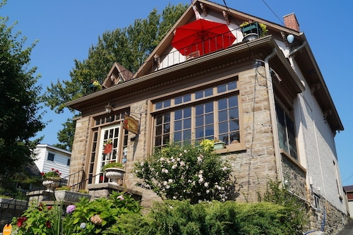 Great Place to stay Pine Street Inn B&B near Brockville