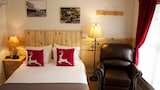 Whispering Winds Cottages and Campsites - Hill City Hotels