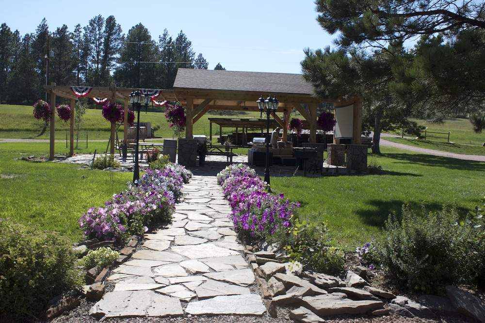 Whispering Winds Cottages And Campsites In Hill City Hotel Rates Reviews On Orbitz