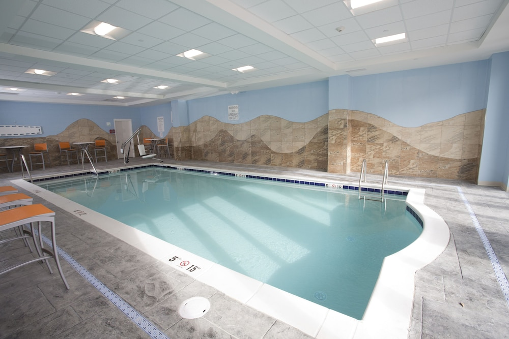 Pool, Holiday Inn Morgantown - University Area
