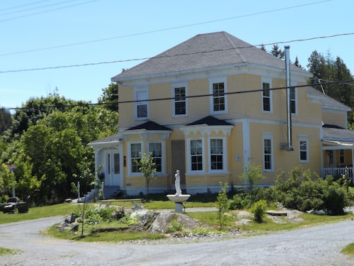 Great Place to stay Deer Island Inn near Lords Cove