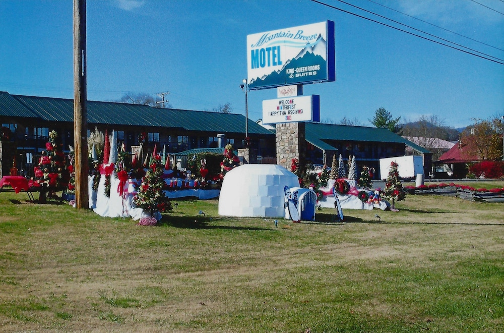 Front of Property, Mountain Breeze Motel