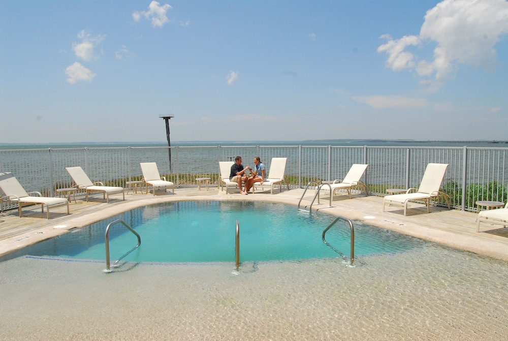 Pool, The Edge at Fager's Island