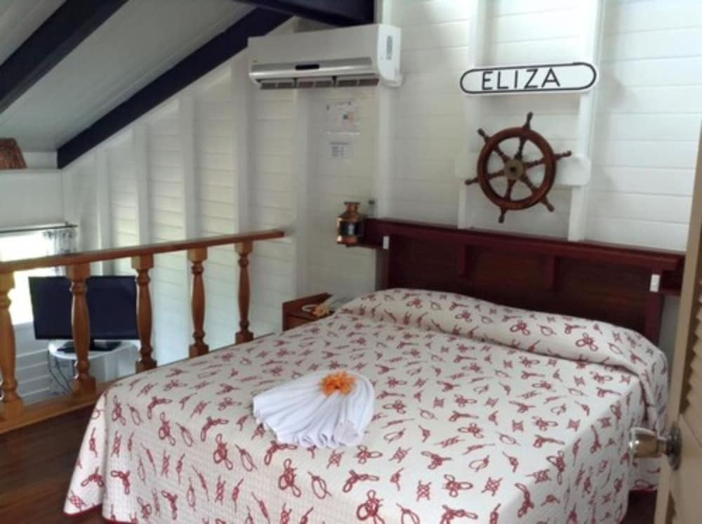 Room, The Crow's Nest Resort