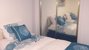 2 bedrooms, iron/ironing board, rollaway beds, free WiFi