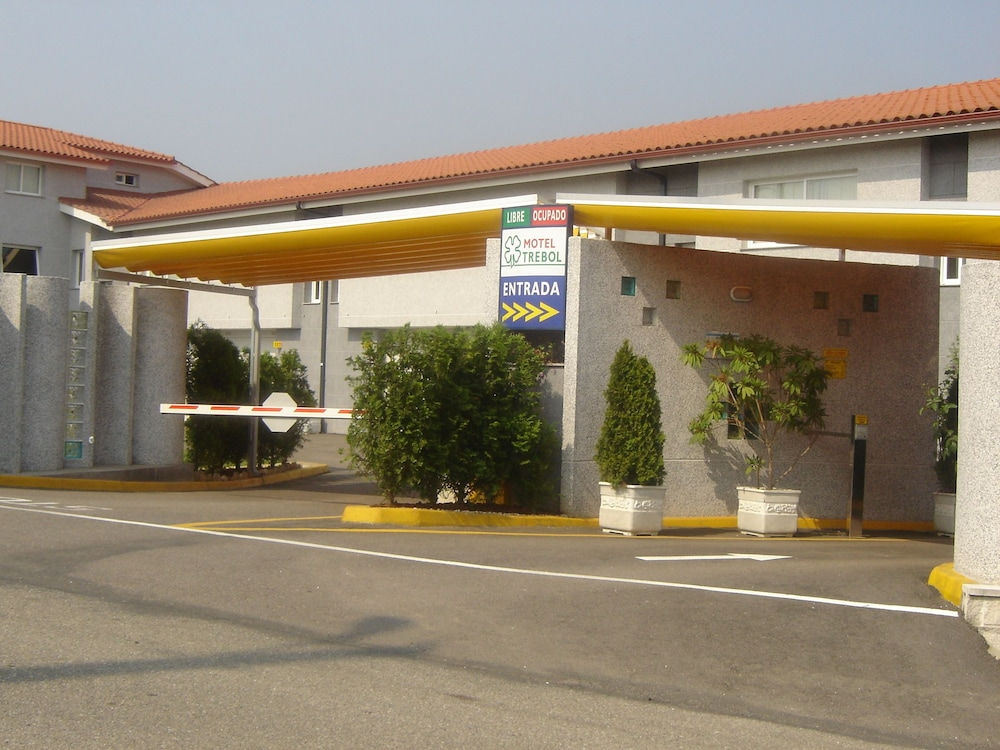 Property Entrance, Motel Trebol