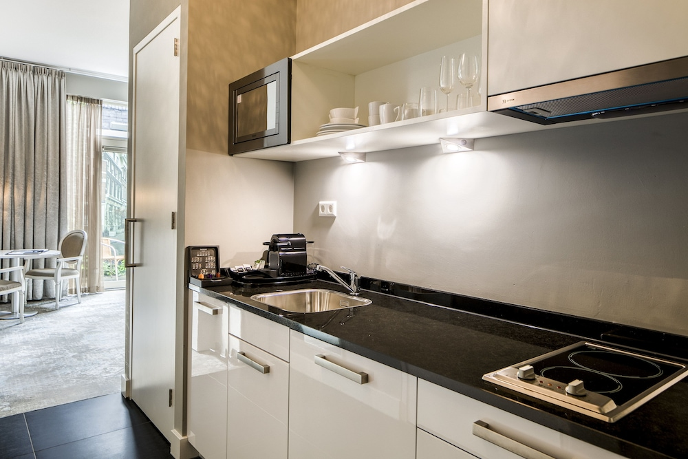 Cocina en la habitación luxury suites amsterdam