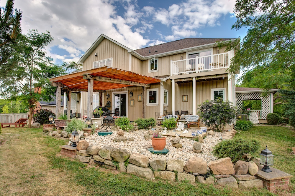 Book House By The Side Of The Road Beamsville Hotel Deals