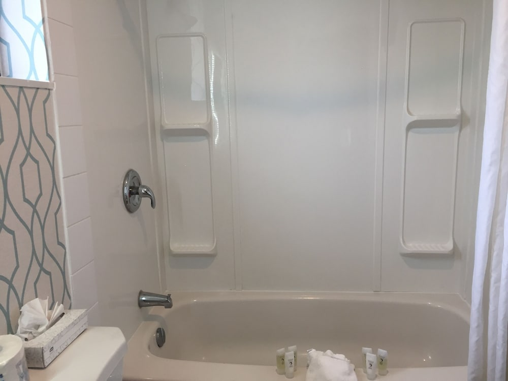 Bathroom, VIP Motel