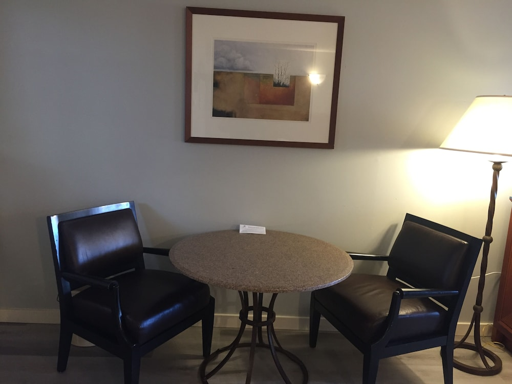 In-Room Dining, VIP Motel