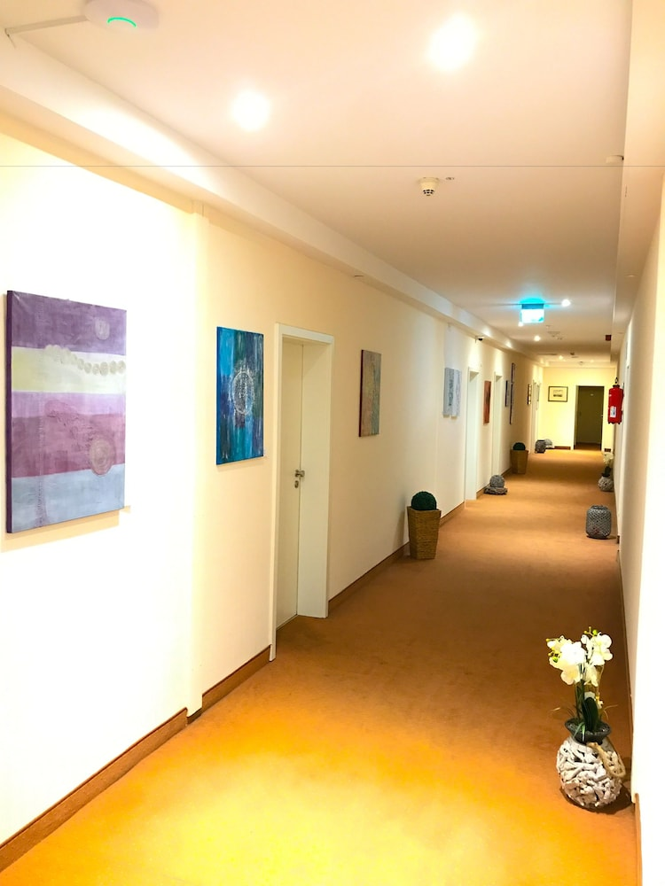 baynunah hotel drachenfels bonn room prices reviews travelocity. Black Bedroom Furniture Sets. Home Design Ideas