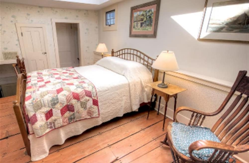 Room, Blueberry Hill Inn