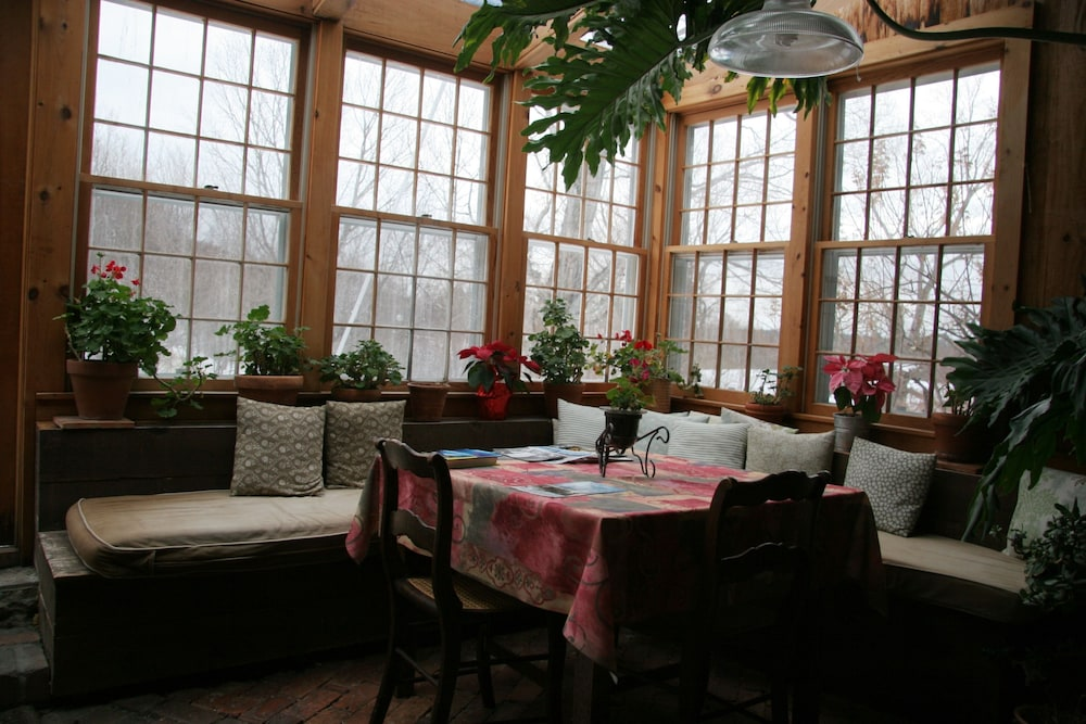 Breakfast Area, Blueberry Hill Inn