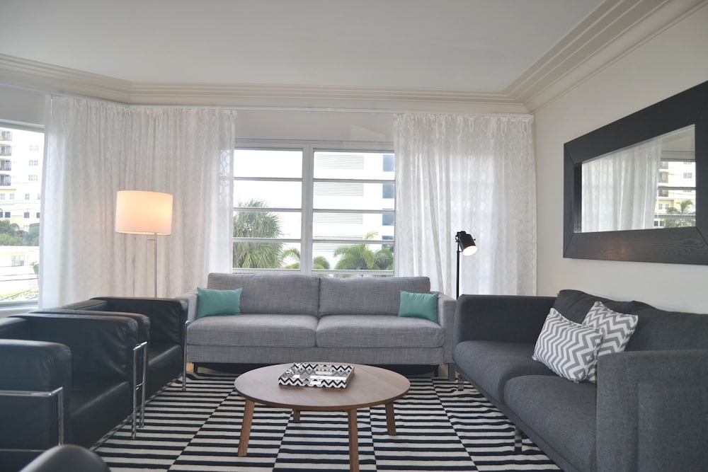 Living Room, North Beach Hotel