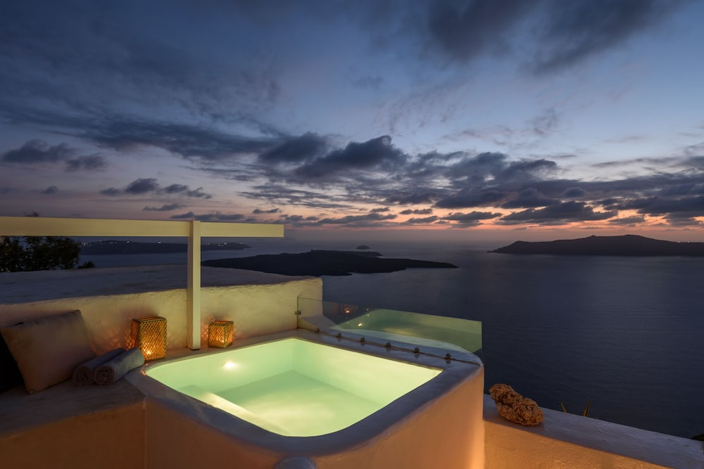 Private Spa Tub, Exclusive Plan Suites