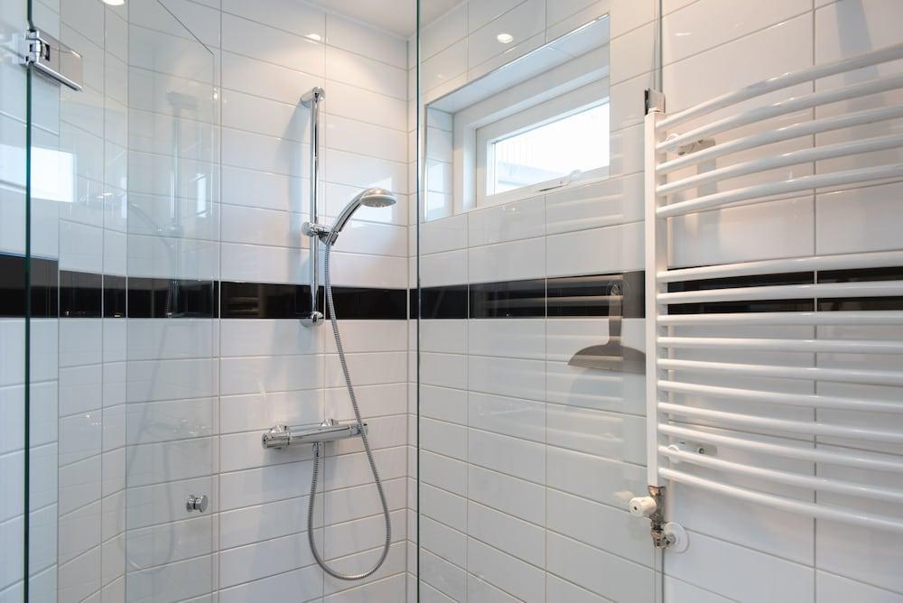 Ducha en el cuarto de baño urban apartments de laurier