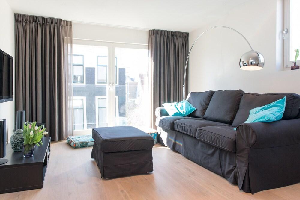 Sala de estar urban apartments de laurier