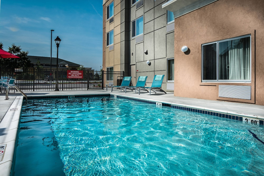 Outdoor Pool, TownePlace Suites Goldsboro
