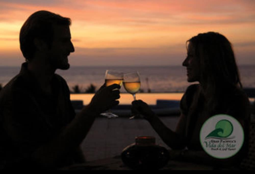 Couples Dining, Gran Pacifica Beach and Golf Resort Condominiums