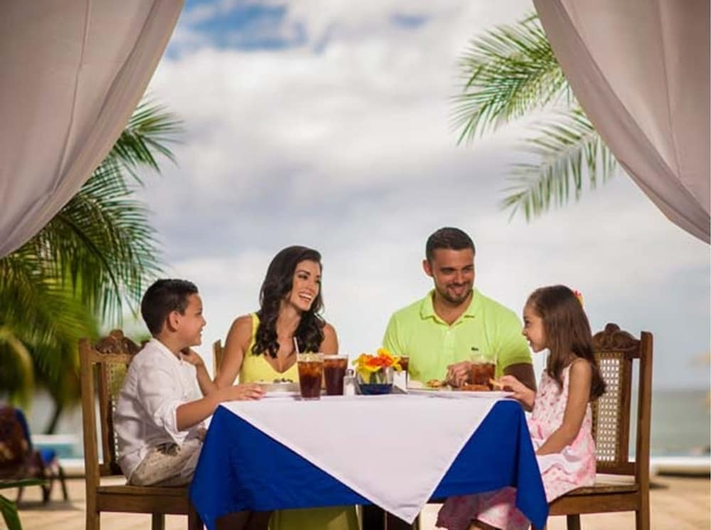 Family Dining, Gran Pacifica Beach and Golf Resort Condominiums