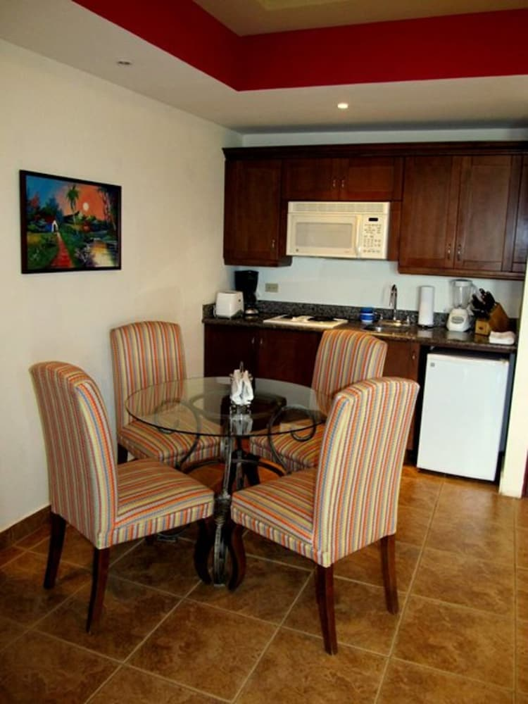 In-Room Dining, Gran Pacifica Beach and Golf Resort Condominiums