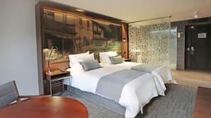Minibaari, tallelokero huoneessa, pimennysverhot, ilmainen Wi-Fi