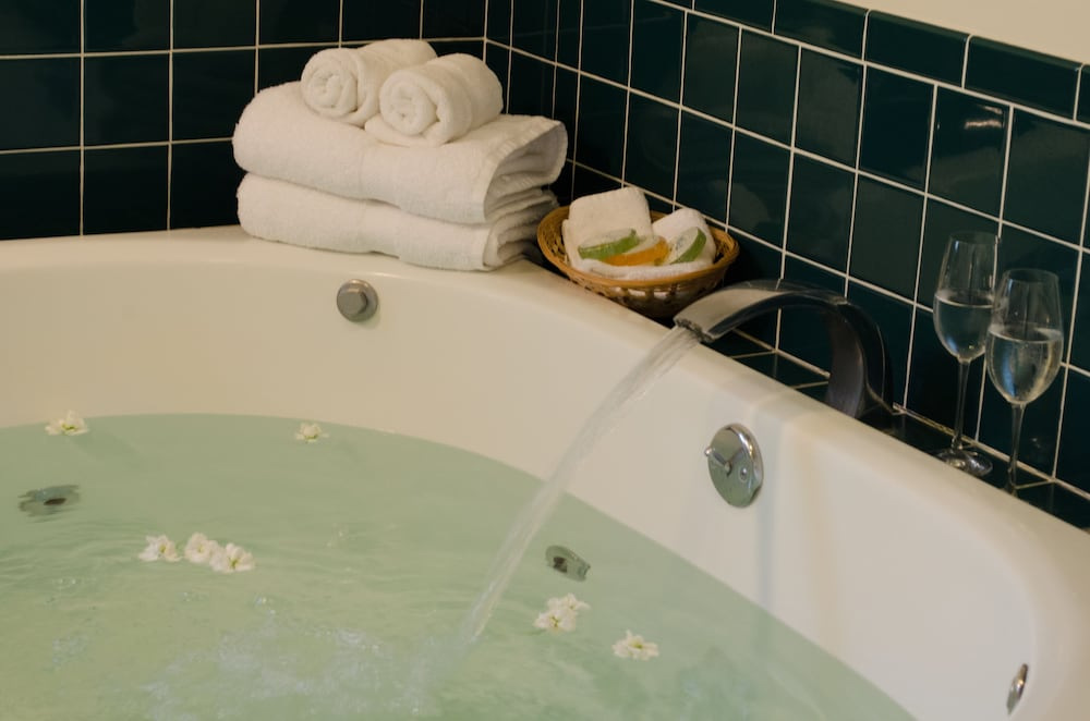 Jetted Tub, Carlin Cottages