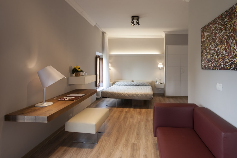 Art hotel villa agape in florence hotel rates reviews for Hotel design florence