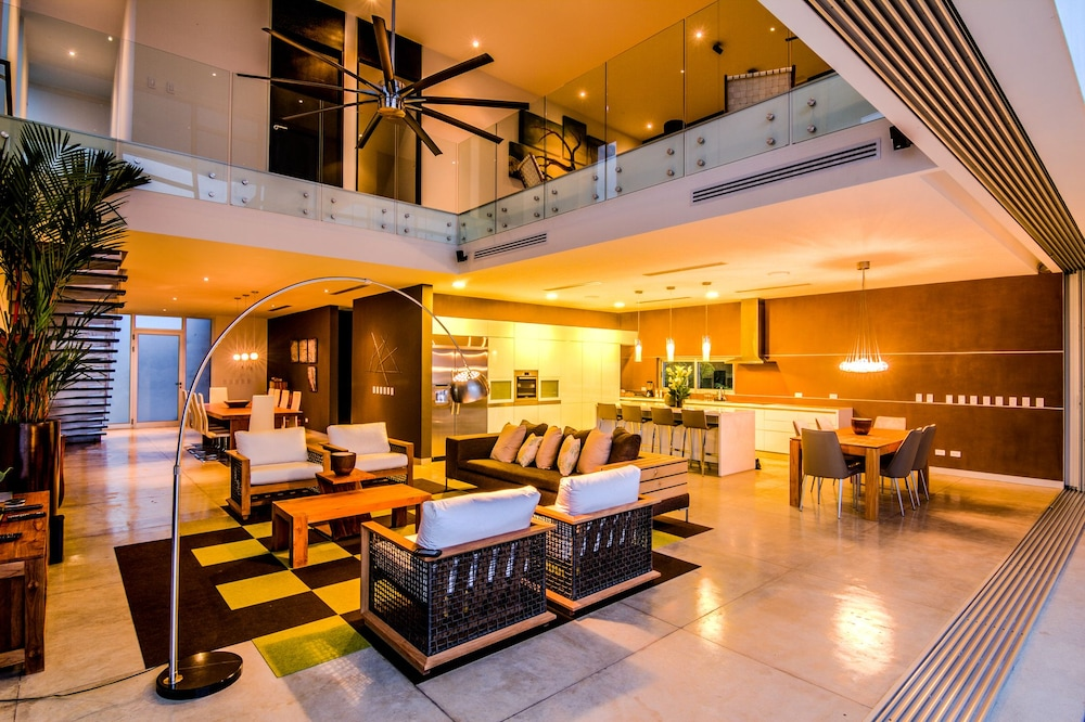 Kalia Luxury Homes Rentals 4.0 Out Of 5.0. Exterior Featured Image Lobby  Lounge ...