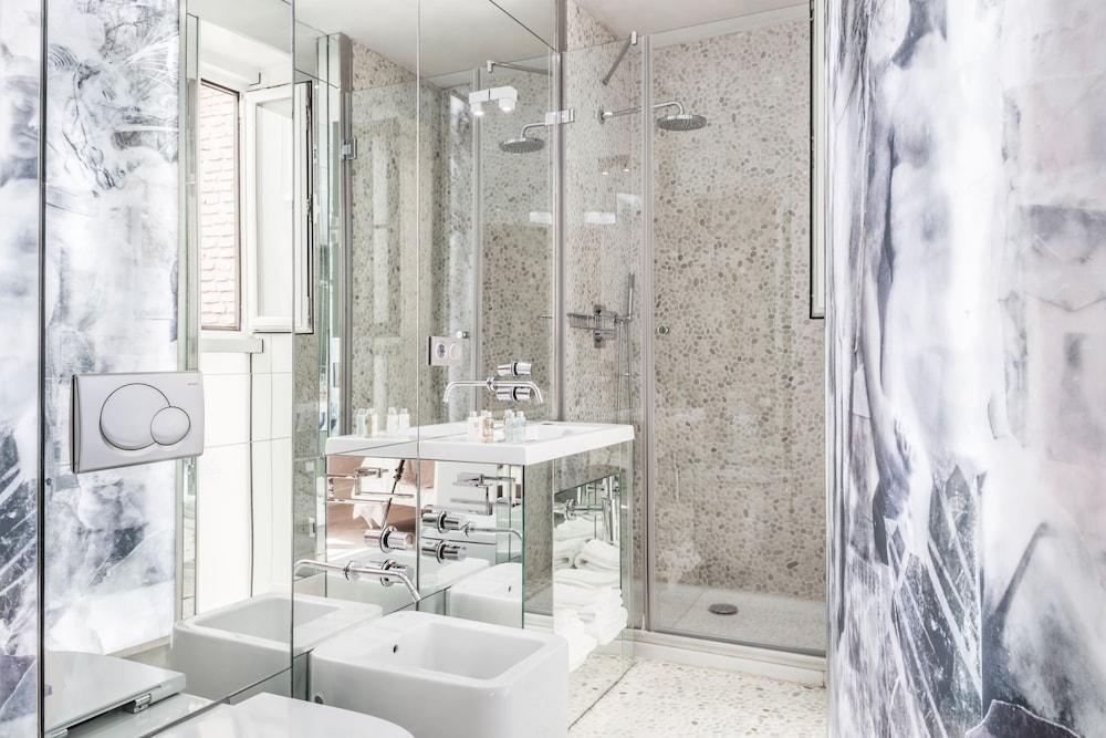 Cuarto de baño puerta catedral boutique