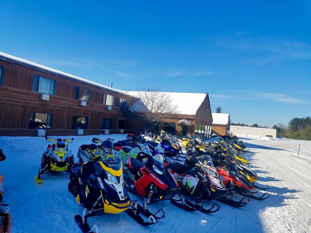 Snowmobiling, Great Northern Motel