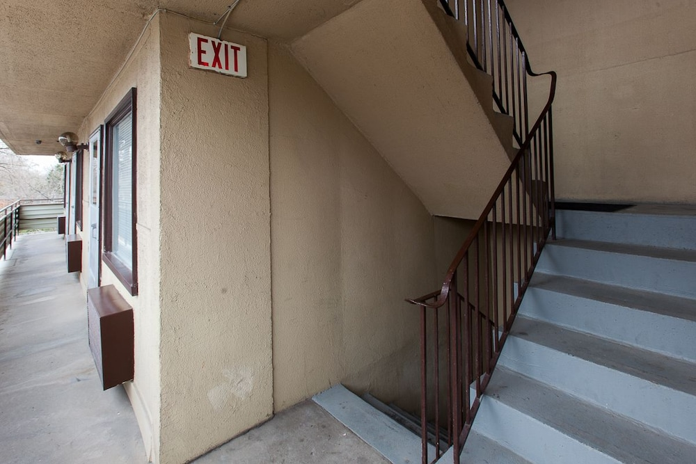 Staircase, Wharncliffe Suites Motel