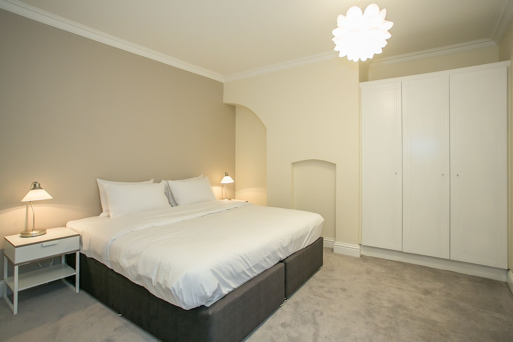 Room, Temple Bar District Apartments