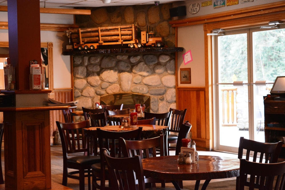 Restaurant, Sasquatch Inn