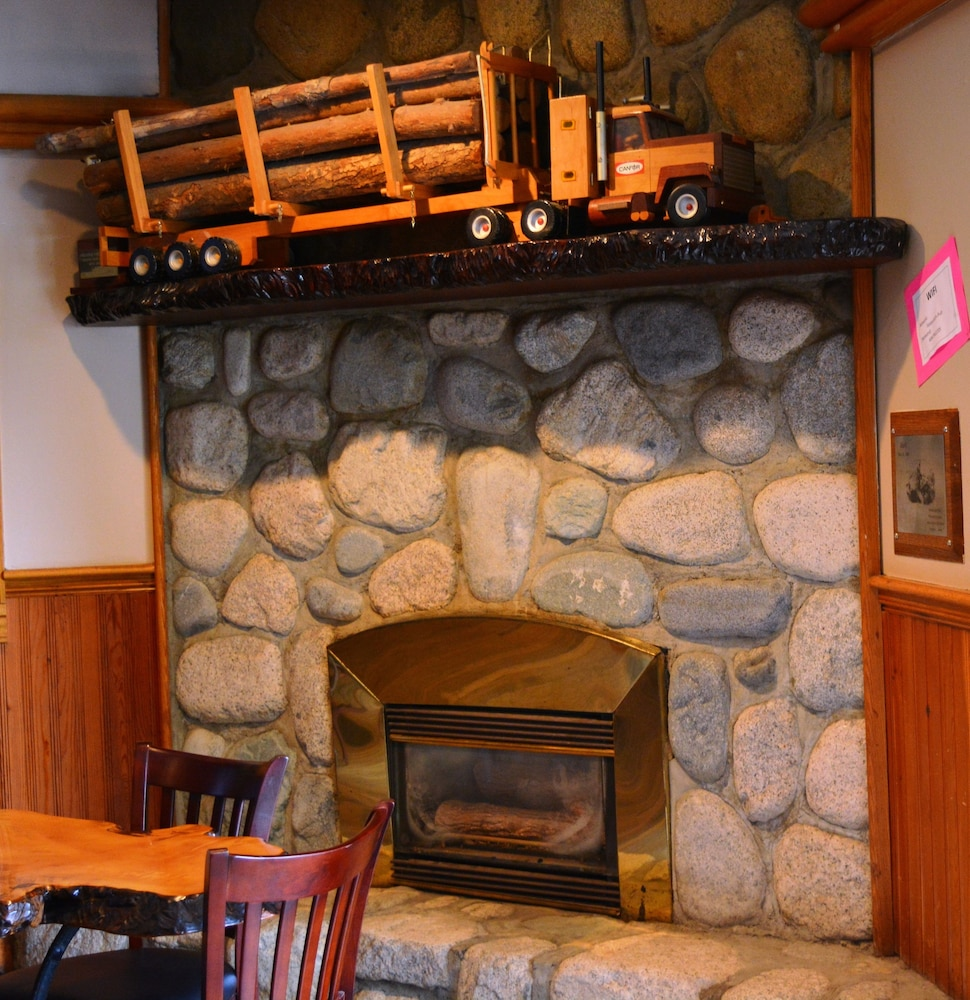 Interior, Sasquatch Inn