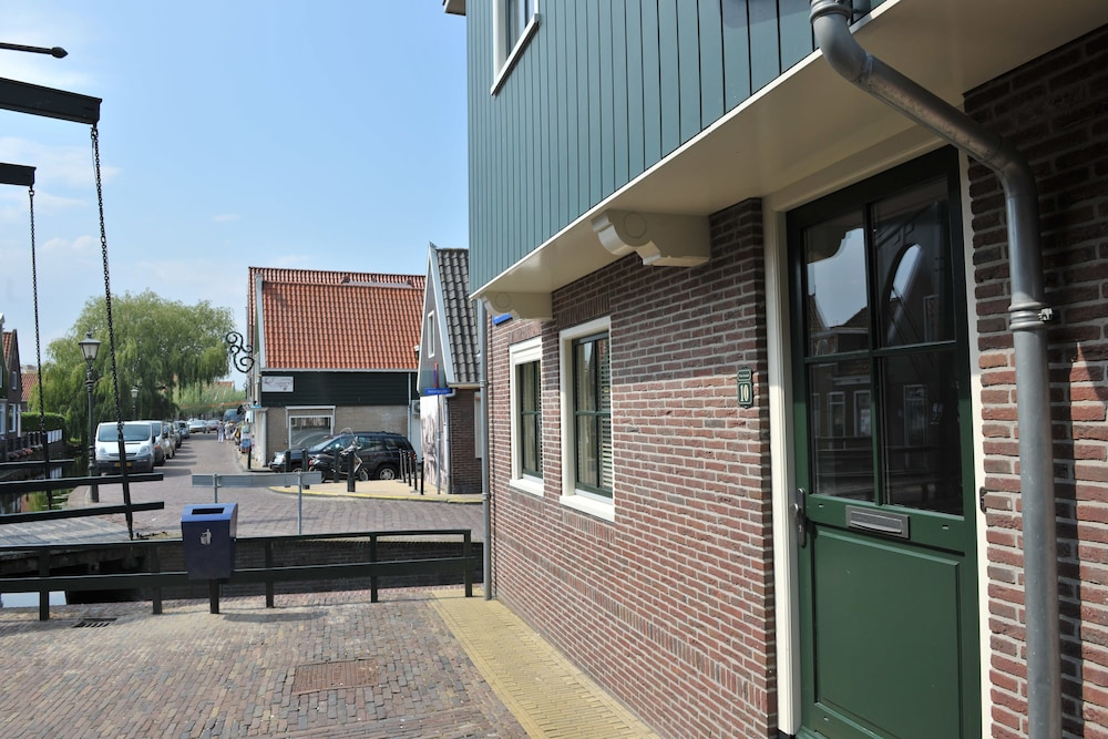 Front of Property, Appartement Volendam